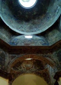 El interior de la Iglesia de la Mantería contiene una de las obras maestras de Claudio Coello, pintor del rey Carlos II y uno de los máximos exponentes del barroco final español.