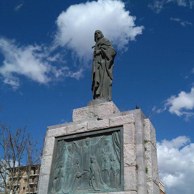 Escultura del Rey Fernando el Católico en la Plaza de San Francisco de Zaragoza