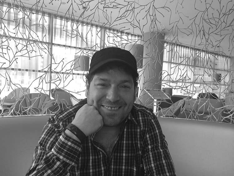 """Entrevista al """"oregonés"""" Jorge Asín, director, escritor e intérprete de """"Cómo sobrevivir a las Fiestas sin perder la dignidad"""""""
