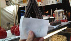 Churro relleno de chocolate en la Casa Regional de Valencia en la Plaza Aragón
