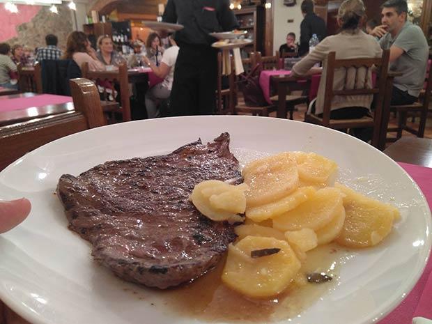 Carne a la brasa en el Restaurante La Cantera en La Almozara