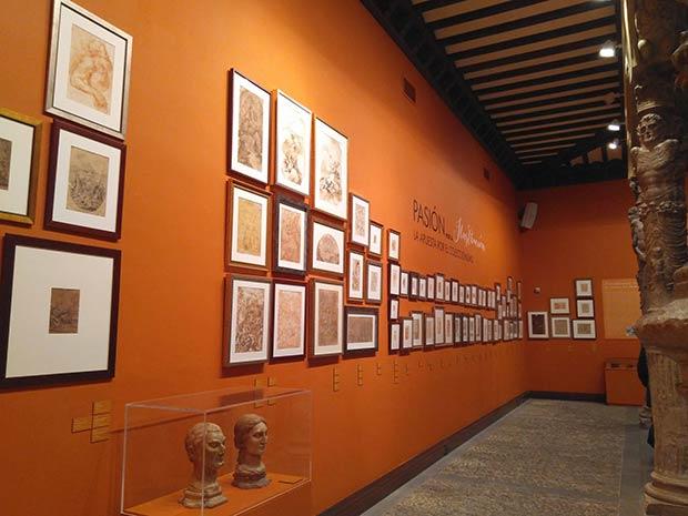 Exposición en el Patio de la Infanta