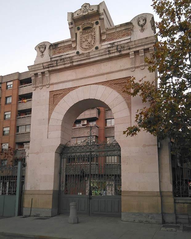 Entrada principal del Antiguo Matadero de Zaragoza
