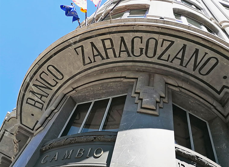 Edificio del antiguo Banco Zaragozano en Zaragoza