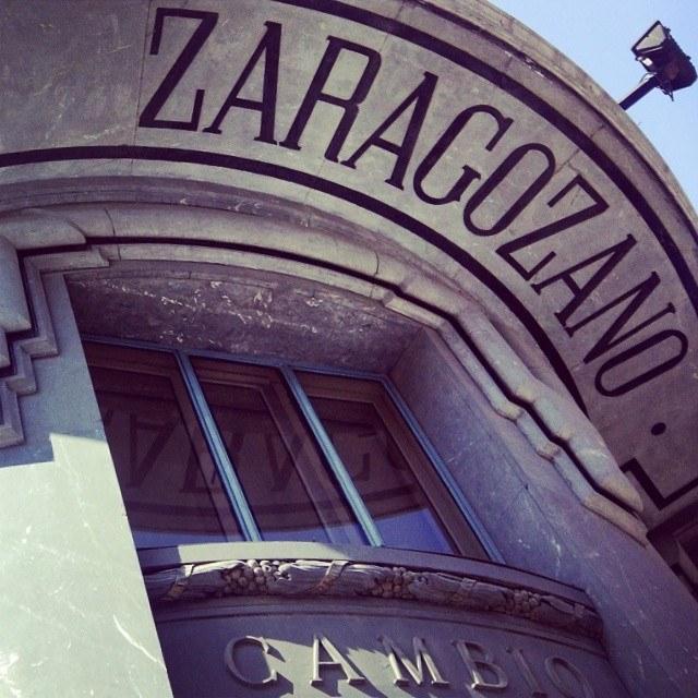 Edificio del antiguo banco zaragozano for Numero del banco exterior