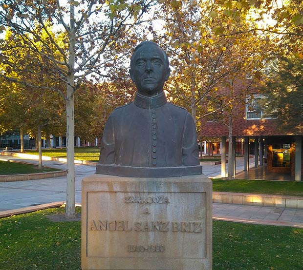 Monumento a Ángel Sanz Briz