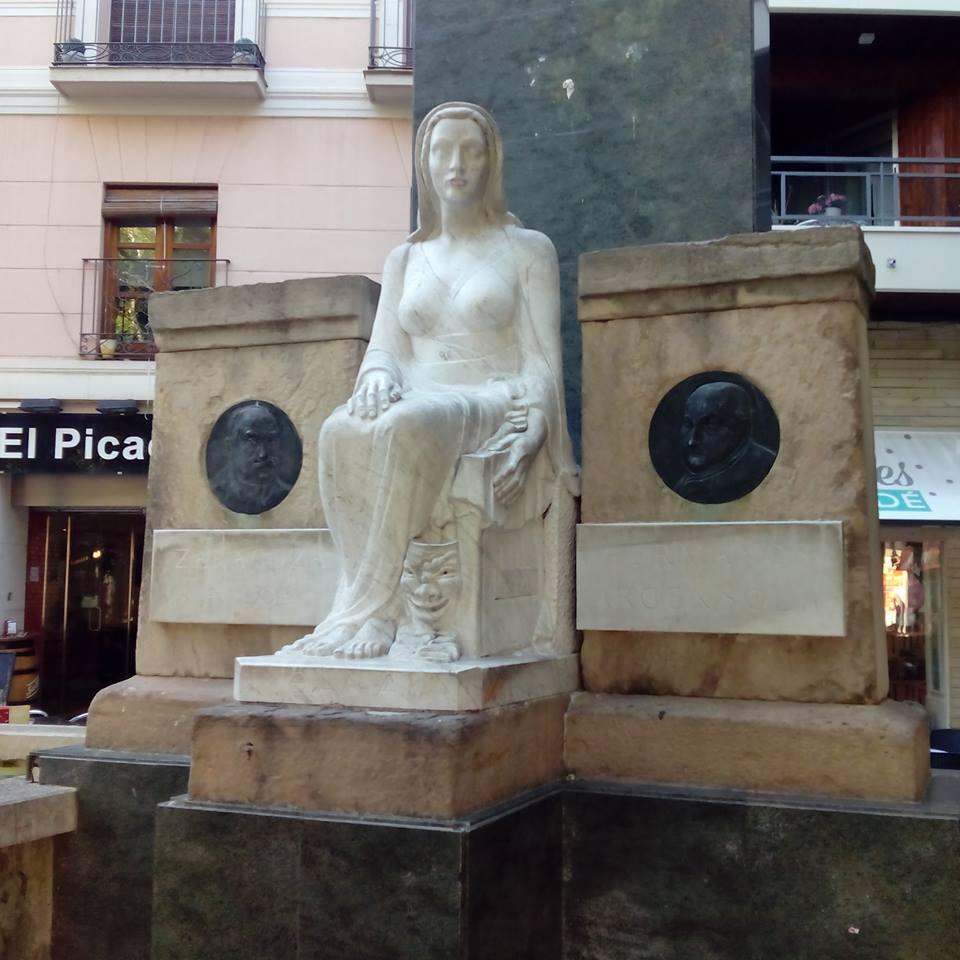 Monumento a los Hermanos Argensola en la Plaza San Pedro Nolasco