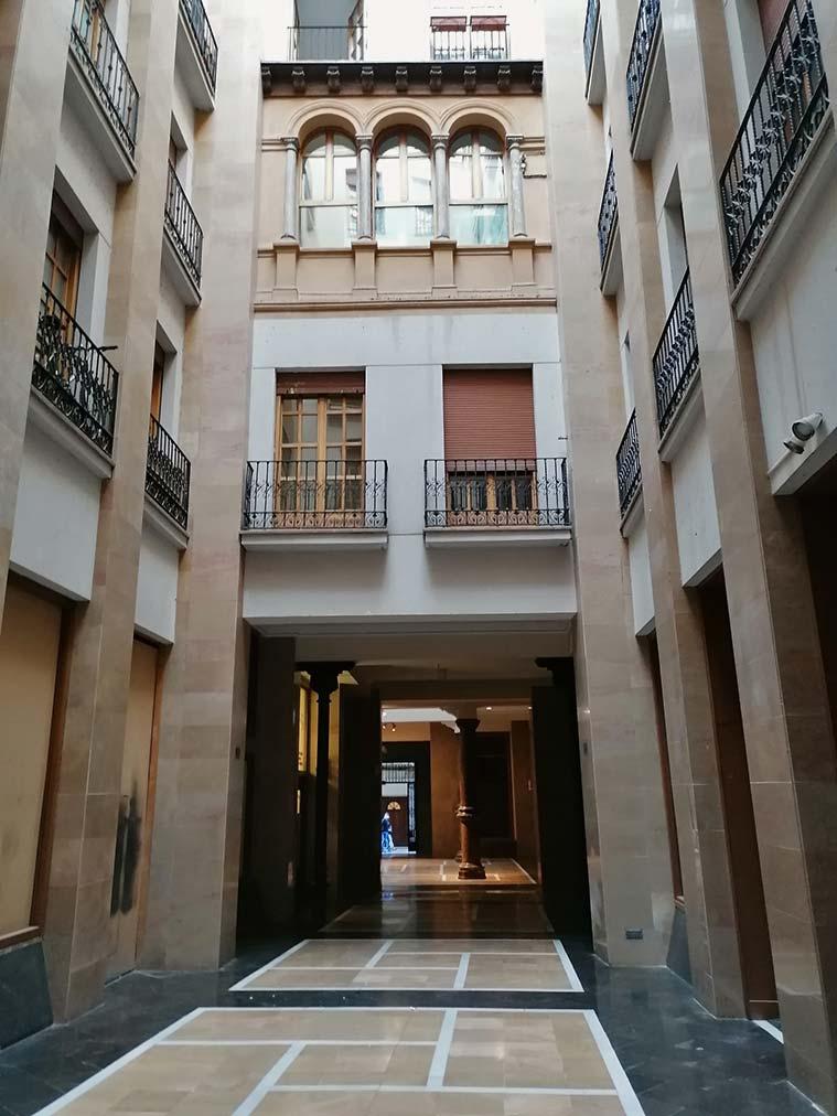 pasaje de los giles palacio-renacentista-integrado en otro edificio