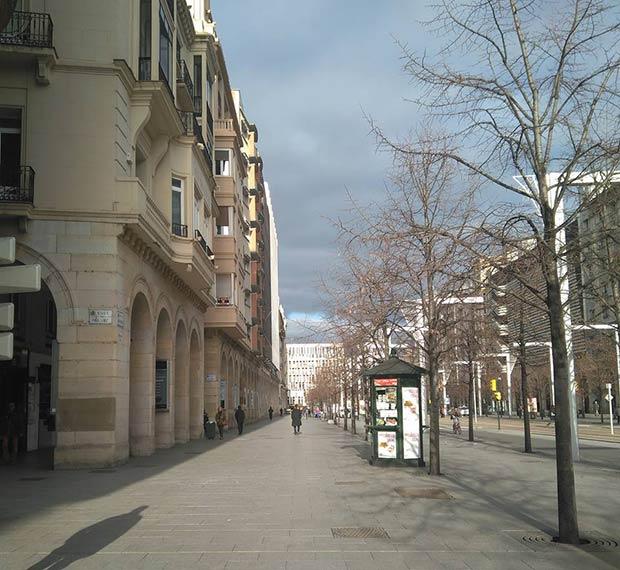El Paseo de la Independencia fue diseñado siguiendo el modelo de la Rue de Rivoli de París