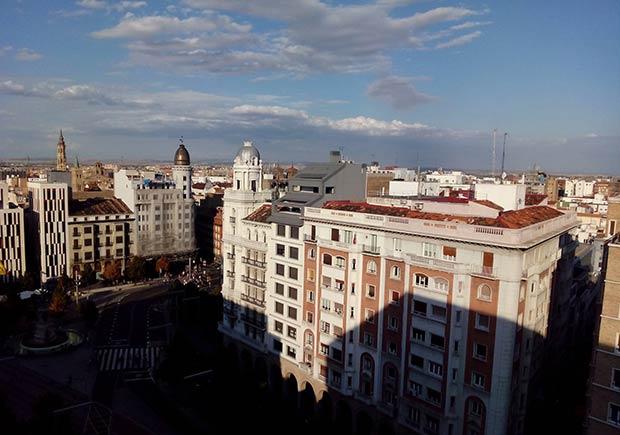 El Paseo Independencia visto desde el antiguo edificio de almacenes SEPU, en la actualidad en manos de otra firma comercial, C&A