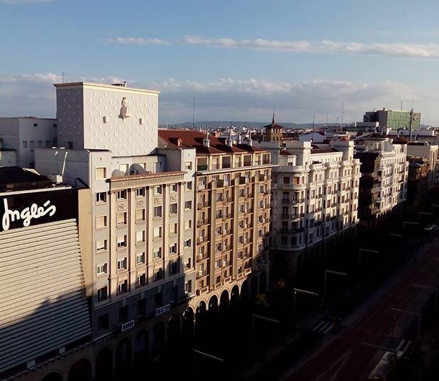 """En Independencia nº 19, se situaba la Compañía de Seguros """"La Equitativa"""", la cual mandó construir este edificio para establecer en él su sede, a arquitecto Manuel Cabanyes en 1950."""