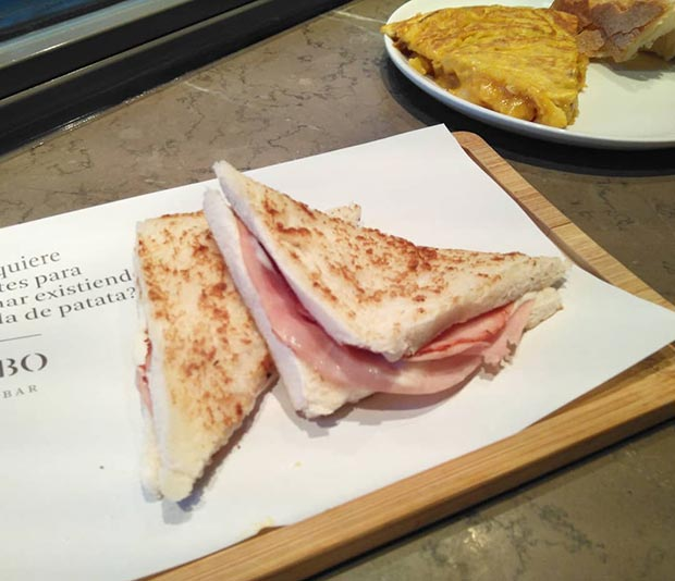 sandwich en el desayuno del garbo gentle bar