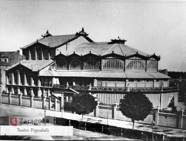 El Teatro Pignatelli fue inaugurado en 1878, y sobrevivió a la piqueta 36 años, cerrando tras las fiestas del Pilar de 1915