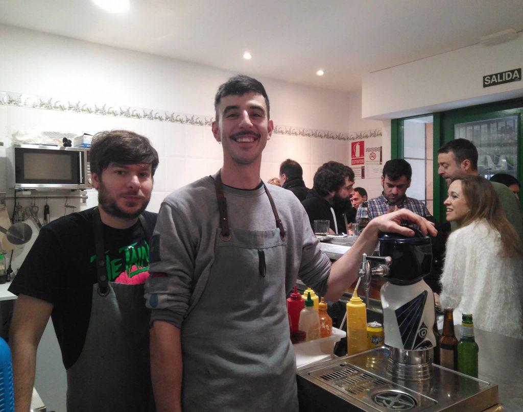Raúl Posac y Pablo Soler , impulsores del Bar Pollería San Pablo
