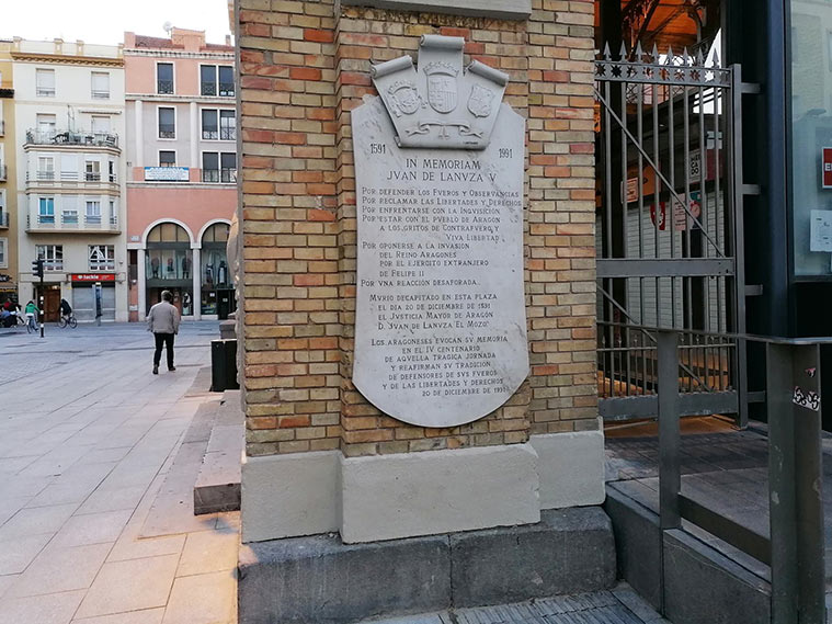 Placa en recuerdo de Juan de Lanuza en Zaragoza
