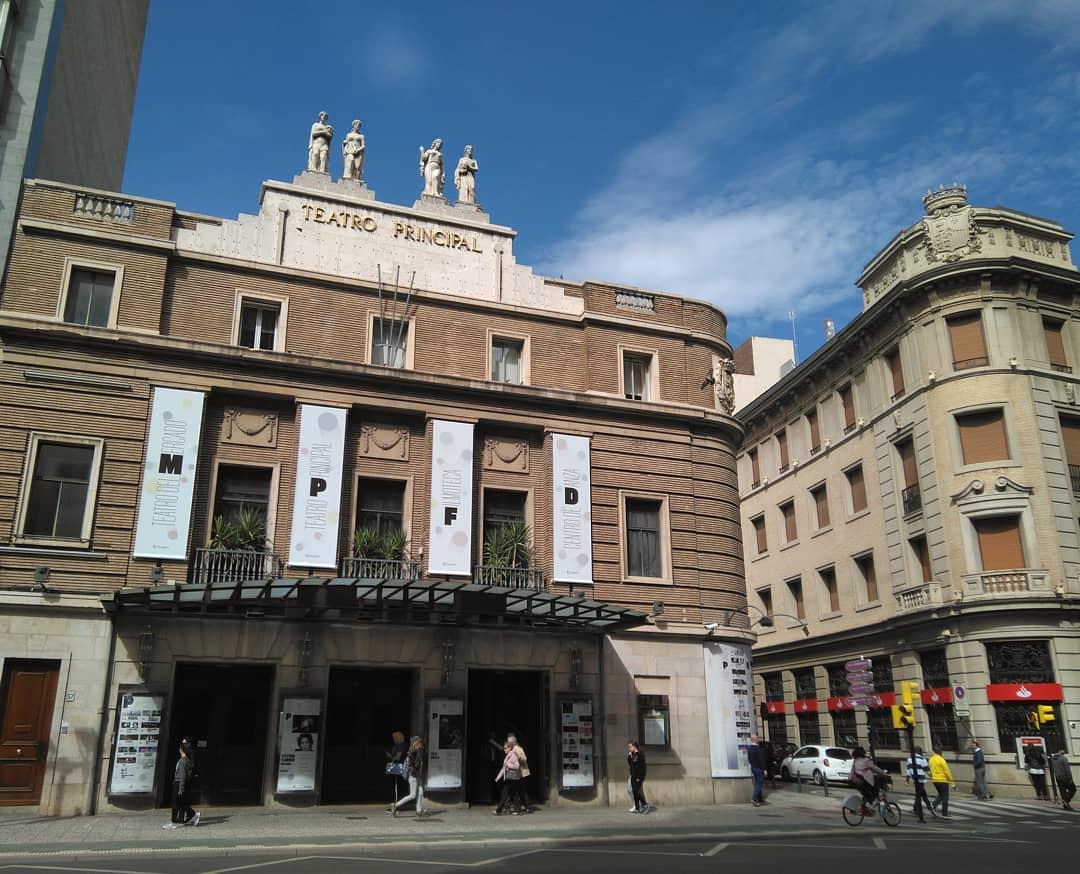 Vista del Teatro Principal de Zaragoza desde el Coso