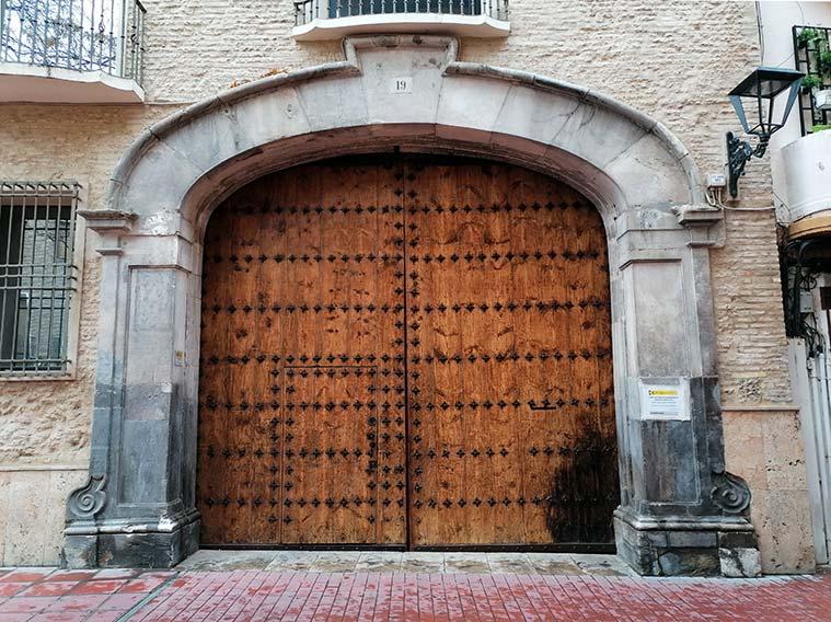 Entrada a las antiguas cuadras de la Casa del Canal o de los Tarín