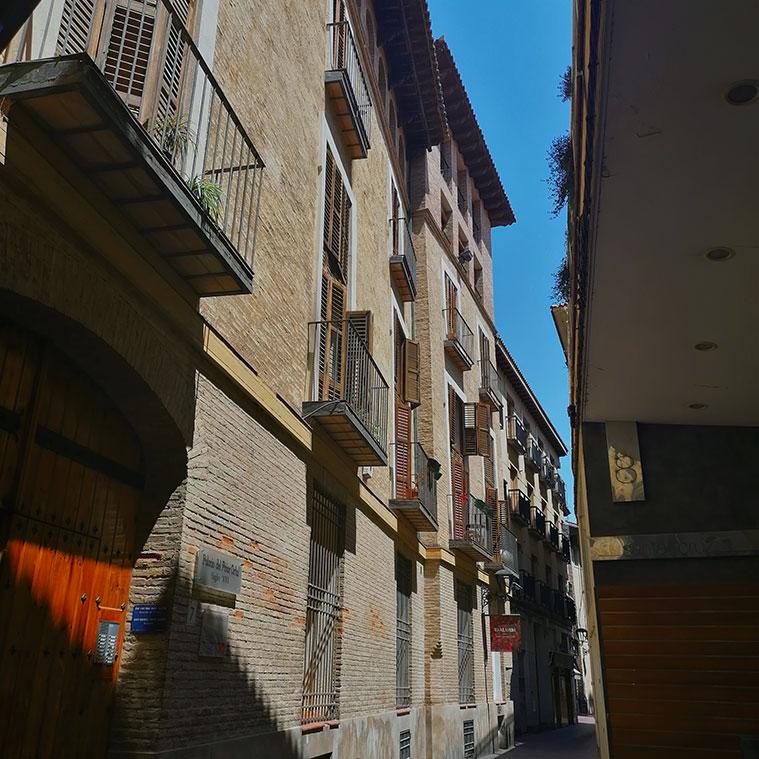 Vista de la Casa Palacio del Prior Ortal desde la Calle Santa Cruz