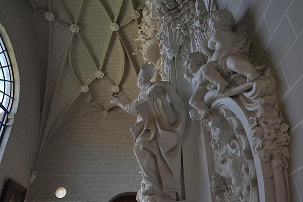 Detalle de la portada Rococo de Ramirez de Arellano