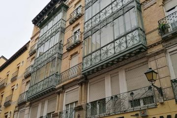 Edificio de la calle Prudencio nº 25 fachada modernista
