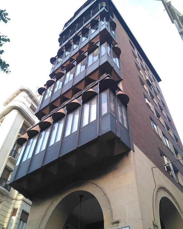 Edificio del antiguo Banco Guipuzcoano en el Paseo Independencia de Zaragoza