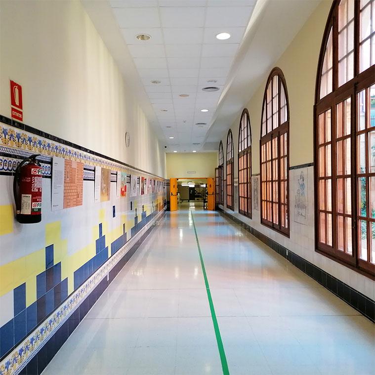 Pasillos centrales en el Hospital Provincial de Zaragoza