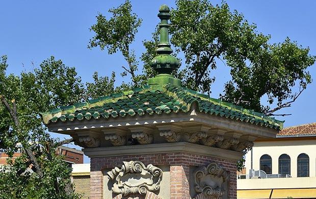 Puente de los Cantautores en el Parque Grande de Zaragoza