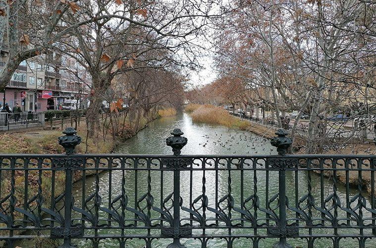 Vista del Canal Imperial desde el Puente de América