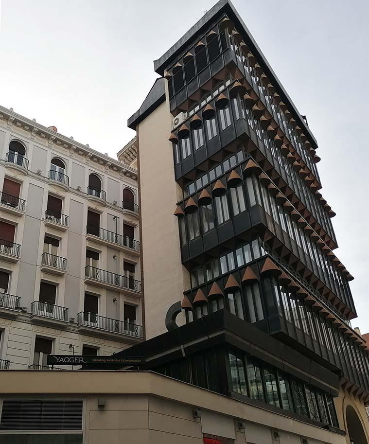 Vista del Edificio del antiguo Banco Guipuzcoano desde la Calle Sanclemente
