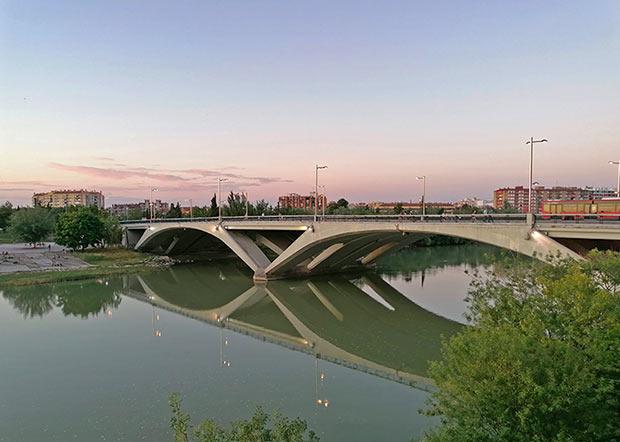Vista del Puente de Santiago desde el Paseo Echegaray y Caballero