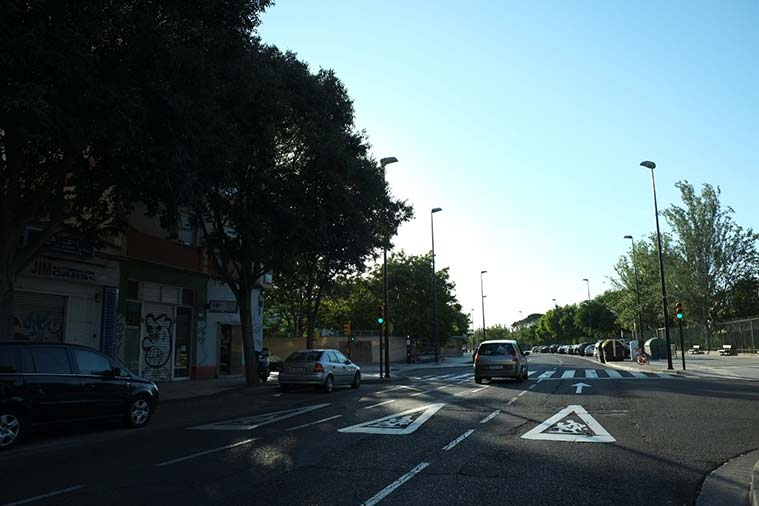 El Centro Cívico la Almozara y el Colegio Jerónimo Zurita vistos desde la Avenida Almozara