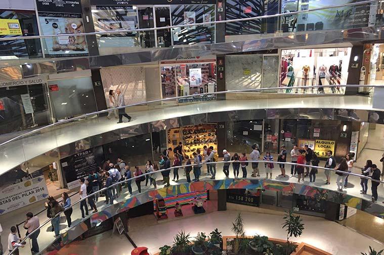 """Interior del Centro Comercial Independencia, """"El Caracol"""""""
