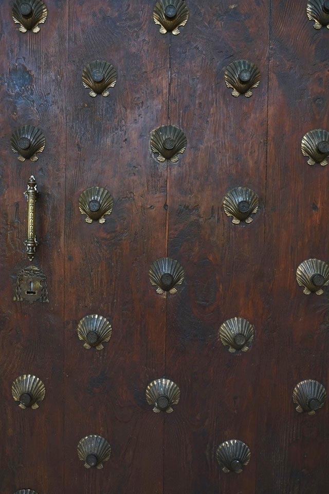 detalle de una puerta del aula dei