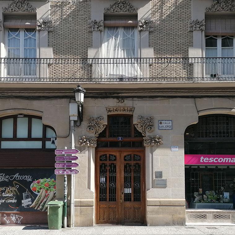 Edificio de la Calle San Jorge, 3 del arquitecto Julio Bravo y Folch
