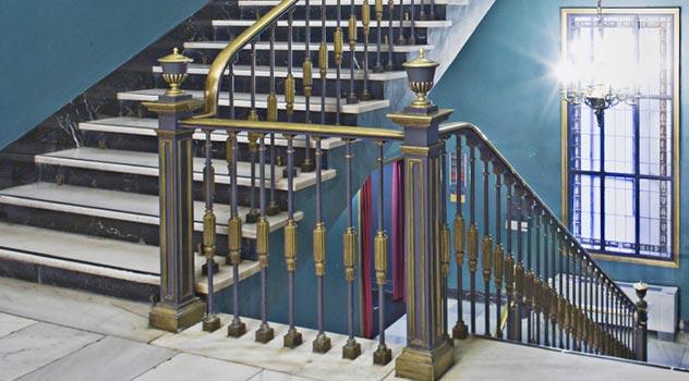 escaleras de acceso al restaurante del teatro principal