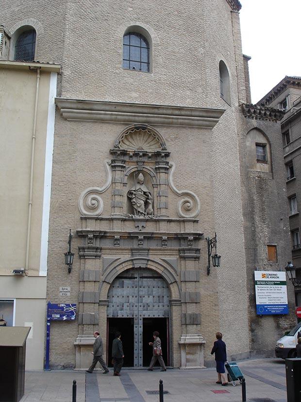 fachada de la iglesia de san gil en zaragoza