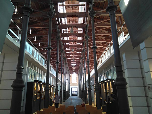 interior del centro de artesania de aragon