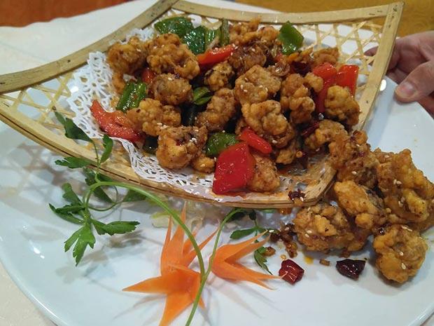 pollo picante en el Restaurante chino Xin Qiao