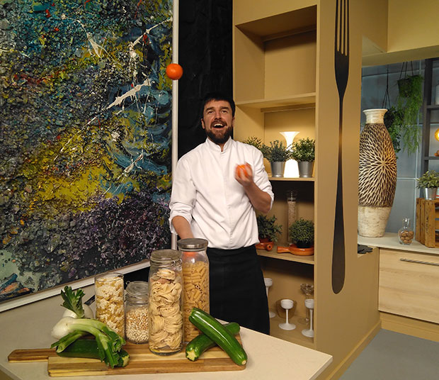 Daniel Yranzo con uno de sus platos