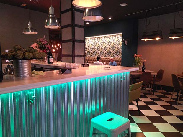 Barra y comedor del Designio, Fine Food & Drinks