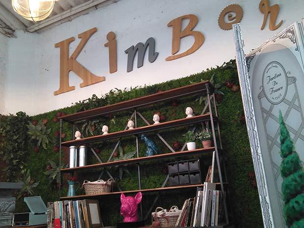 Mostrador de la tienda de muebles de madera Kimber