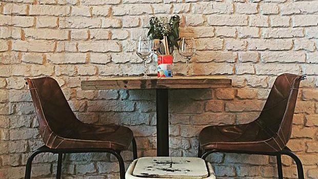 La Clandestina Café
