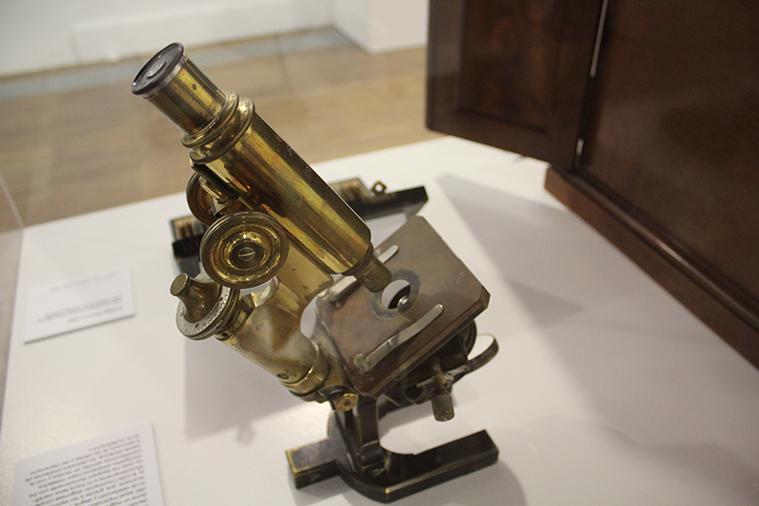 el primer microscopio de cajal
