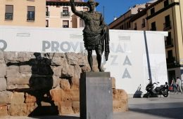 escultura de cesar augusto en zaragoza