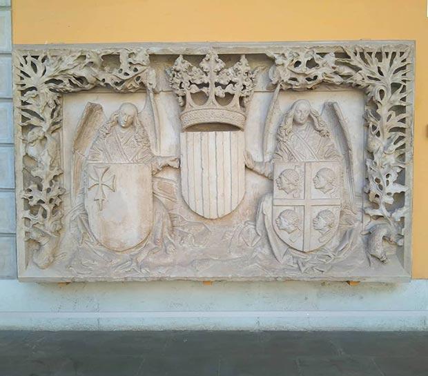 Escudo de armas del antiguo edificio que la Diputación del Reino de Aragón