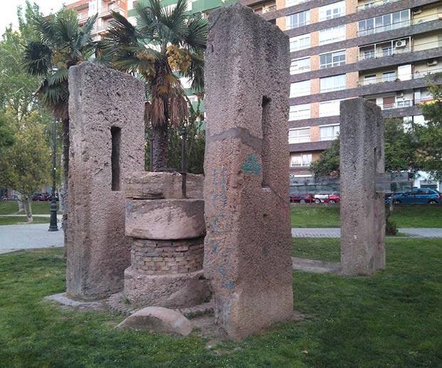 Los restos del antiguo molino Goicoechea en el Parque Bruil
