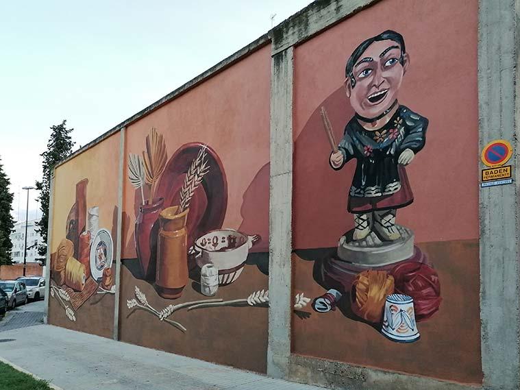 Mural de Marta Lapeña en el muro exterior de la fábrica de La Zaragozana
