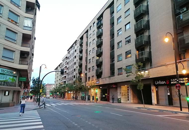 grandes bloques de viviendas en la avenida compromiso de caspe
