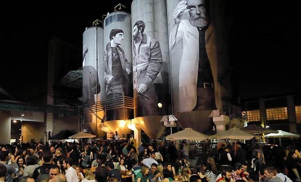 Interior de la Fábrica de Cervezas Ambar durante el Zaragoza Beer Festival
