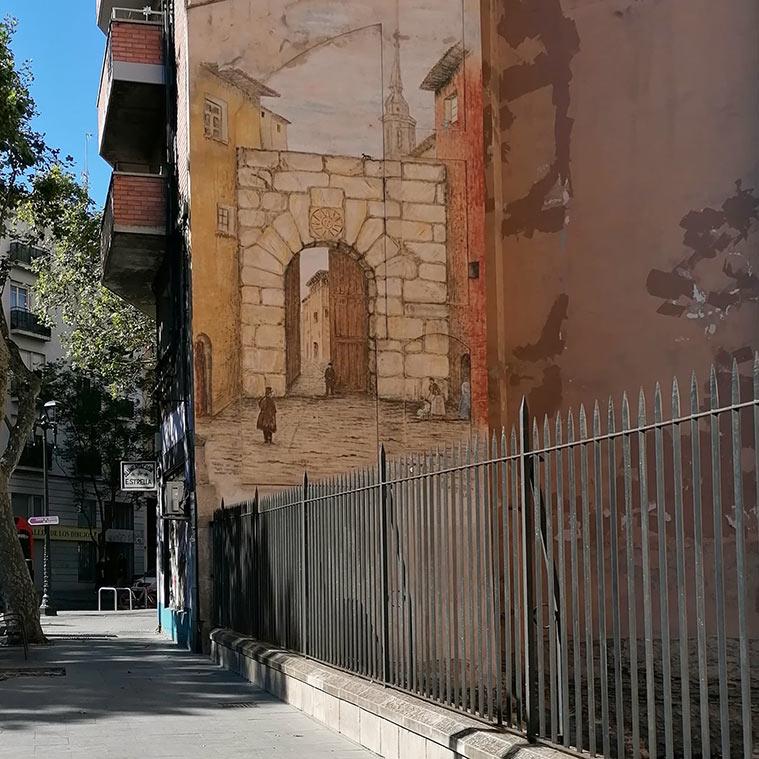 Mural en recuerdo de la desaparecida Puerta del Sol